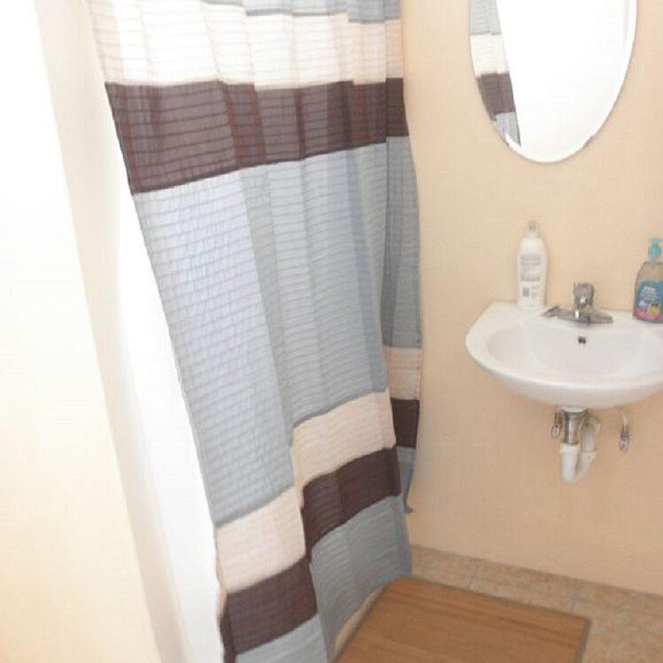 Breezy_Villa_Blue_Bathroom
