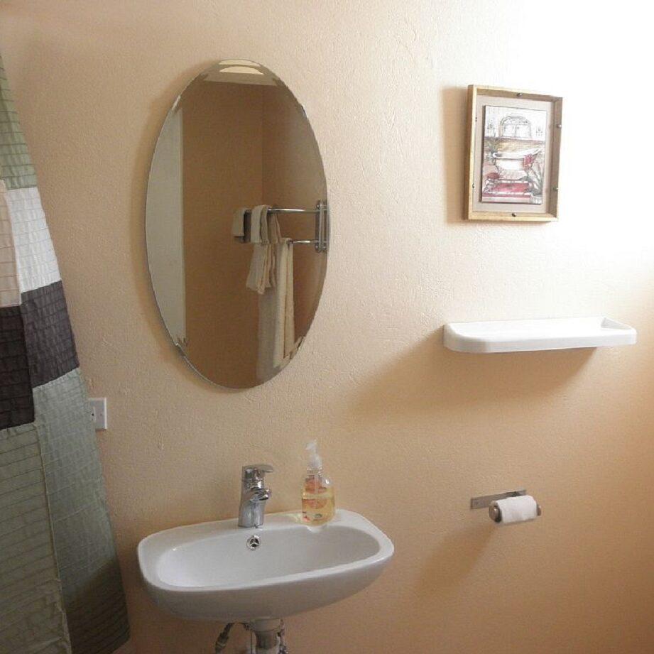 Breezy_Villa_Green_Bathroom